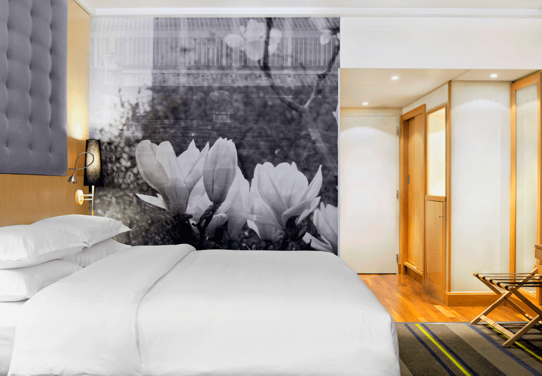 Kingsize bed in Classic Kamer met muurschildering